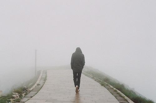 фото девушки уходящей в никуда