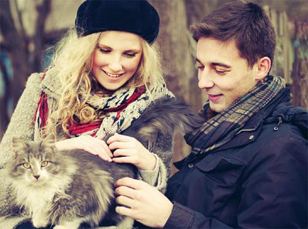 Треугольник: он, она и кот