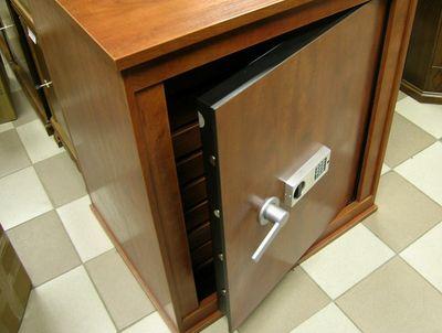 Что нужно знать, выбирая сейф для дома?