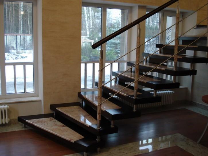 Преимущества мраморной лестницы для дома