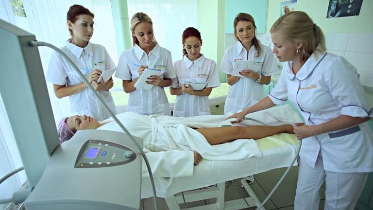 Как выбрать курсы косметолога?